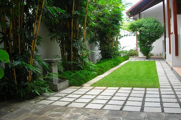 House of green before and after duminda 1 4 garden for Home landscape design sri lanka