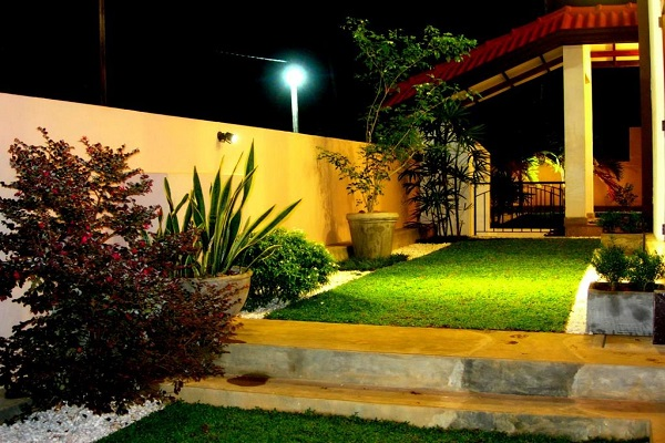 House of green completed gardens savithri 1 14 garden for Home landscape design sri lanka